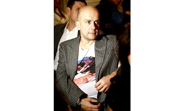 Вечеря з Марком Куїнном: Народжений в 1964 році в Лондоні художник став відомий світової громадськості на зорі 90-х років, особливо, після виставки Sensation