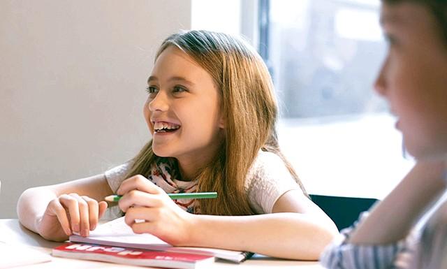 Англійська з задоволенням: 5 корисних порад: Крокуйте в ногу з временемНаші діти користуються гаджетами практично з пелюшок. Комп'ютери і мобільні пристрої з