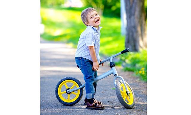 Беговел - це велосипед для найменших і без педалей