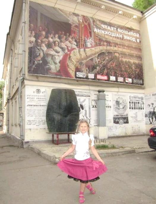 Блискуча, полувоздушна ....: У старовинному особняку в Воротніковскій провулку костюми знаменитих балерин Уланової, Лепешинської, Плісецької Семеняки ...