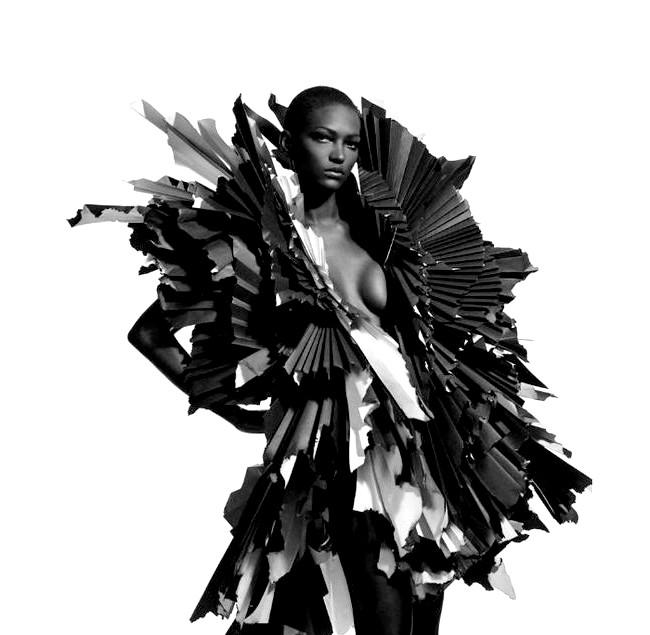 Паперових справ майстриня Zoe Bradley: Вона виявила свою любов до паперу під час спільної роботи з японським дизайнером одягу Мічико Кошино (Michiko Koshino). Зої повинна