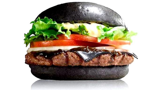 Чорні бургери з Японії: В рецепти приготування булочки і сиру входить бамбуковий вугілля, що надає їм насичений чорний колір. Він володіє сильними бактерицидними властивостями і