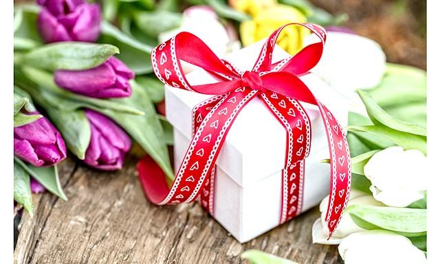 Що подарувати на 8 березня колегам