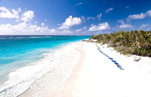 Чудеса природи: рожеві озера і пляжі: Рожевий пісок пляжу Крейн і блакитне Карибське море.