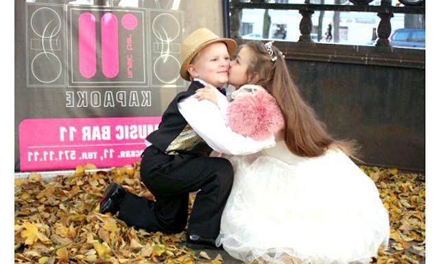 Дитячий весільний бум: На думку організаторів, деяким хлопцям цей бал допоможе познайомитися зі