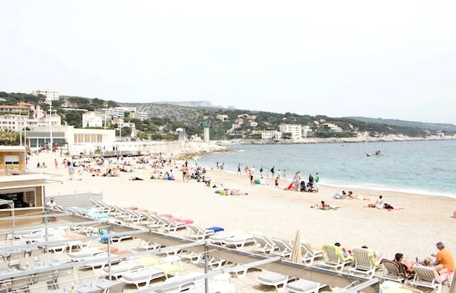 Французи на воді. Кассис .: Типове пляжне валяння ... Добре!