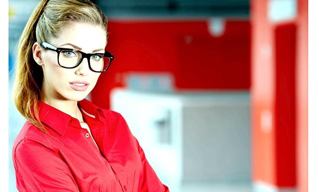 Хитрощі макіяжу для тих, хто носить окуляри: