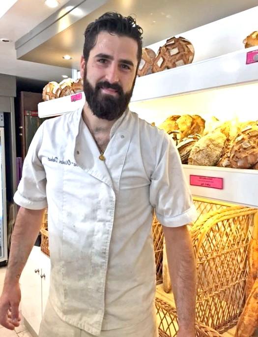 Хрускіт французької булки 3: Добрий пекар месьє П'єр-Олів'є до прилавка вийшов.