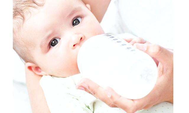 Штучне вигодовування в 4 місяці: В залежності від потреб, віку, індивідуальних особливостей кожної конкретної дитини, лікар підбирає йому суміш стандартну, лікувально-профілактичну або лікувальну: повністю адаптовану