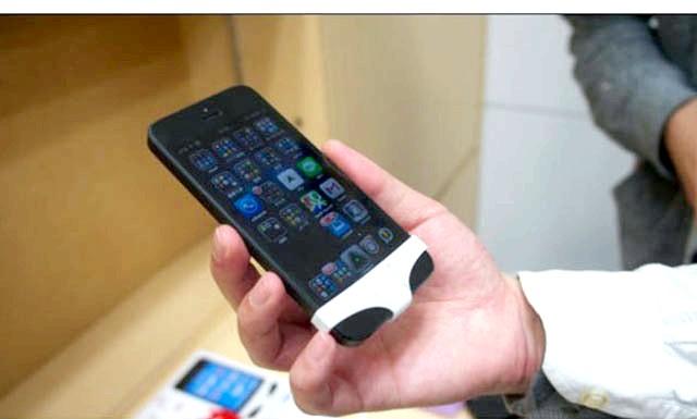 Японці випустили серію трусів для iPhone: Цей кумедний аксесуар для смартфона зроблений у формі трусів. Елегантні Труси (SmartPants) прикривають єдину кнопку пристрою як саму інтимну частину