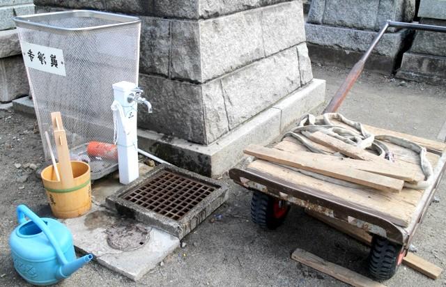 Японське кладовище - фотографії: На кладовищі працюють водопровід і каналізація.