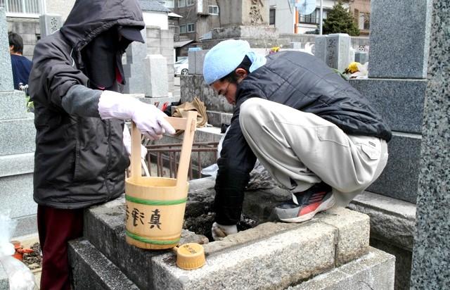Японське кладовище - фотографії: Що затребуване при роботі з похованнями.