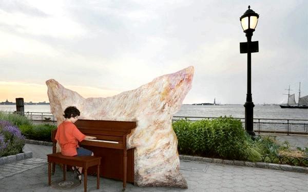 Яскраві піаніно на вулицях міст: Нью-Йорк, США, 2010
