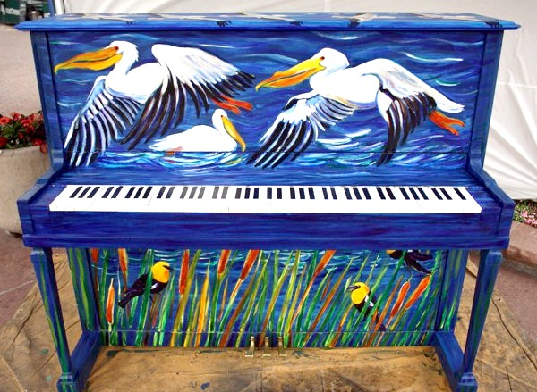 Яскраві піаніно на вулицях міст: Колорадо, США, 2012