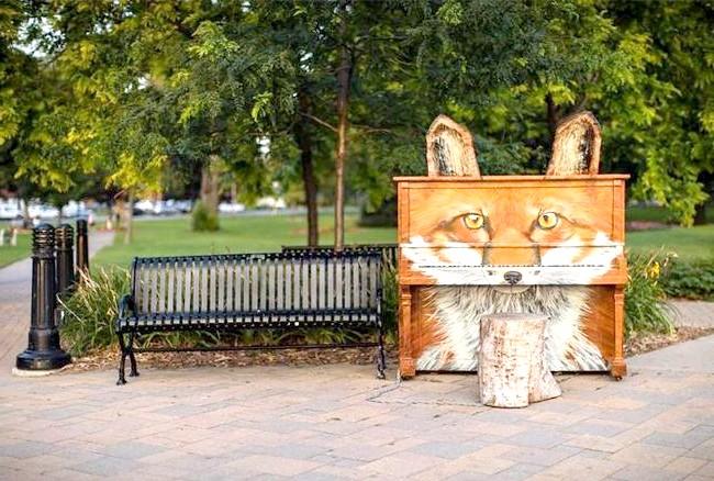 Яскраві піаніно на вулицях міст: Кобоург Канада, 2014