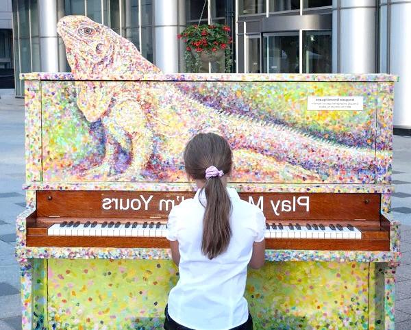 Яскраві піаніно на вулицях міст: Торонко, Канада, 2012
