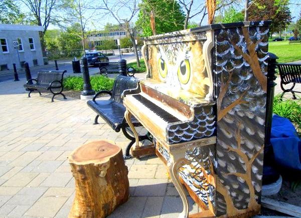 Яскраві піаніно на вулицях міст: Кобоург, Канада, 2013