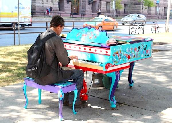Яскраві піаніно на вулицях міст: Торонто, Канада, 2014