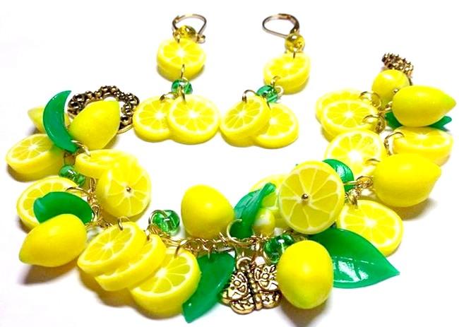 Яскрава пляма на тлі осені: Яскравий комплект з лимонами. Лимончики близько 1 см, зрізи і листочки - напівпрозорі. Імітація шкірки, тонування кінчиків лимонів пастеллю -