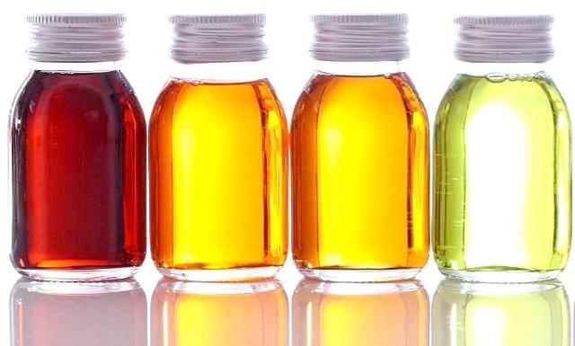 Ефірні олії проти болю в суглобах: Для зняття болю необхідно скористатися наступними маслами: ангелики, базиліка, лавра, чорного перцю, кмину, коріандру, евкаліпта, ладану, герані. При ушкодженнях зв'язок
