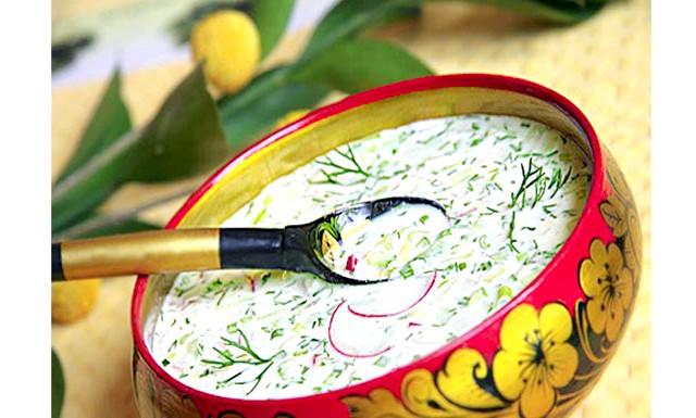 Окрошка, холодник і борщ у спеку: Незвичайним рецептом окрошки поділилася з нами [url = http: //proevu.ru/18216] Feeling [/ url]: Все стандартно в нарізці: ковбаса, яйце, огірок