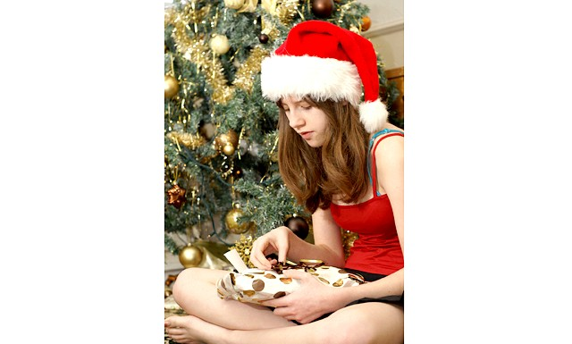 Подарунок підлітку на Новий 2015: У той же час перегинати з солідністю не варто. Підлітку можуть здатися нудними надто практичні подарунки. Наприклад, шкіряний портфель
