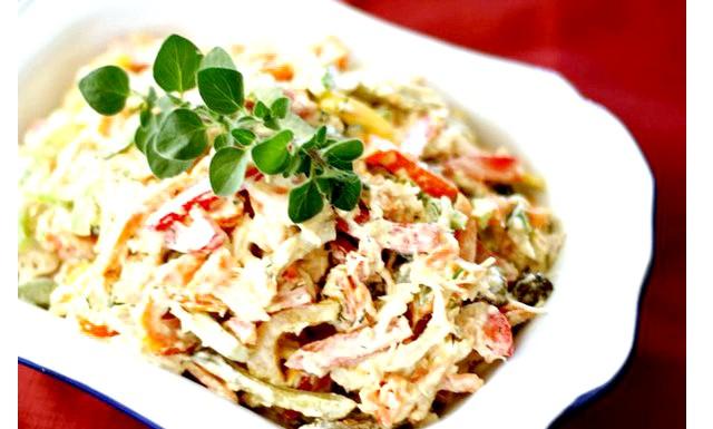 Салати з курки на Новий рік 2015: [u] Салат з куркою і грибами [/ u] [i] Інгредієнти: [/ i] & middot; Болгарський перець - 1 шт. & Middot;