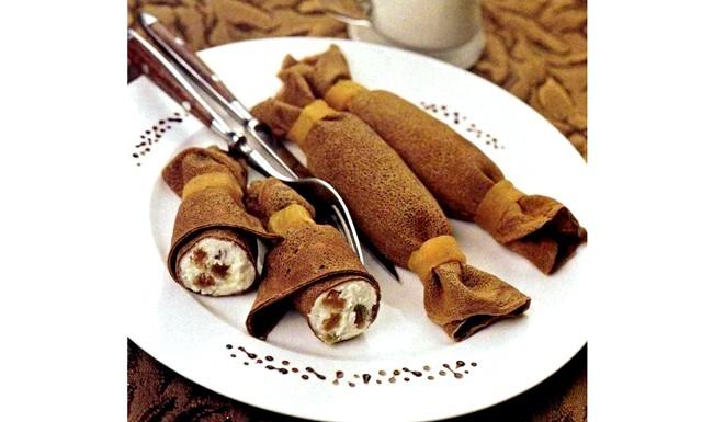 Шоколадні млинці з сиром: Інгредієнти для тіста: 2 склянки борошна 2