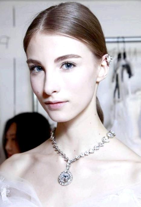 Весільний макіяж від візажистів Bobbi Brown: Oscar de la Renta Spring 2015Для весільної колекції іменитого дизайнера Оскара де ла Рента, яка відрізняється