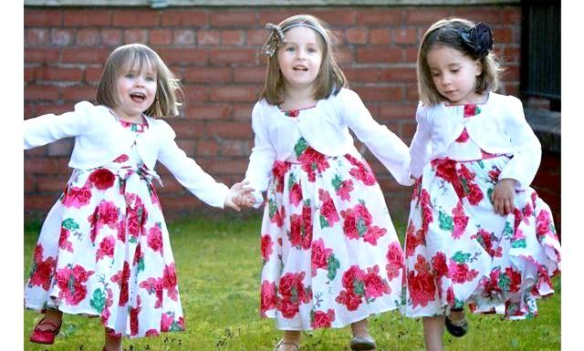 Три сестри однолітки, але не трійнята: Вчителька за професією Тесса Сінгх і її чоловік перукар Дайна справили на світло Кару в липні 2008 року. Через три