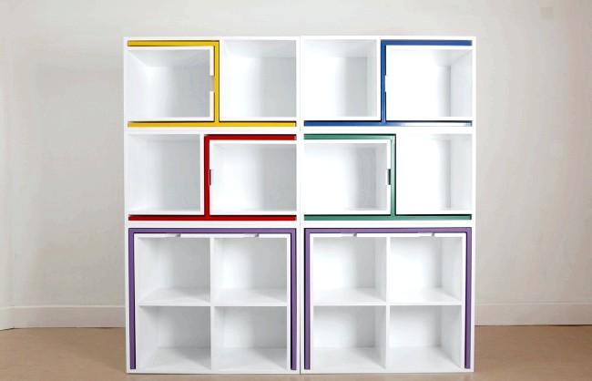 Розумний дизайн для маленької квартири: Розумний стелаж. У цю шафу можна заховати не лише книги або посуд, але і 2 обідніх столу з 4 стільцями.