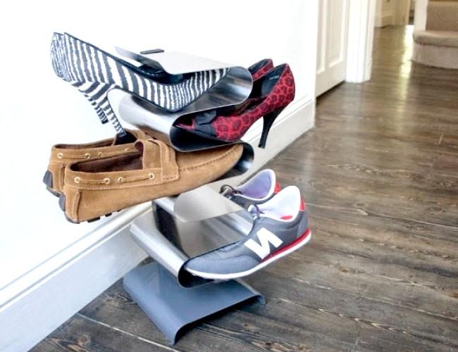 Розумний дизайн для маленької квартири: Плитка полиця для взуття. Дуже зручно розкладати взуття. До того ж вона займає так мало місця.