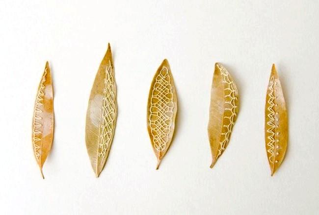 Унікальна вишивка на листках: