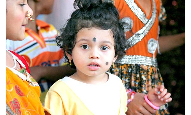 В Індії восьмирічна дівчинка розлучилася після 4 років шлюбу: Батьки дівчинки видали дочку заміж, коли їй було всього чотири роки, і до восьми років вона жила разом з
