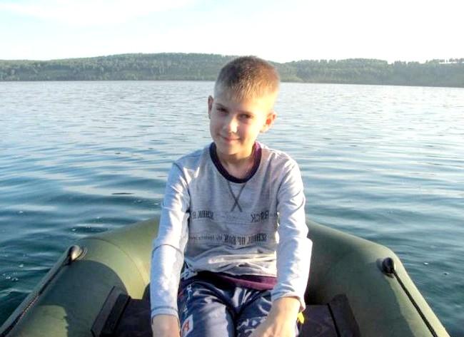 Вихідні на озері Інголь: На наступний день кожен займався, чим хотів. Дитина, наприклад, катався на човні.