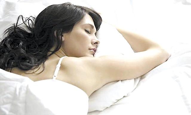 Жінки страждають від недосипання частіше